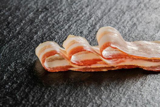 Raeucherspeck Speck geschnitten